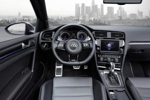 VW Golf R SportWagon 03