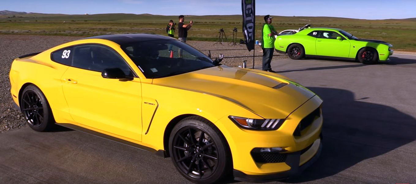 Shelby GT350 And The Challenger Hellcat In A Drag Race Is A Clash Of Sound And Insanity