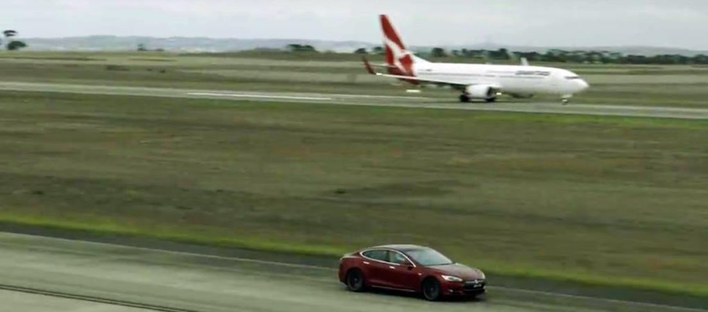 Tesla Model S Racing Against A Qantas Boeing Proves We Need Electric Cars