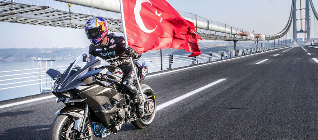 This Man Drove A Bike At Incredible 250 mph On A Public Road